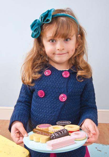 Le Toy Van Honeybake Wooden Biscuit & Plate Set